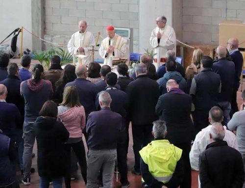 S.E. Bagnasco celebra la S. Messa presso Piaggio Aerospace
